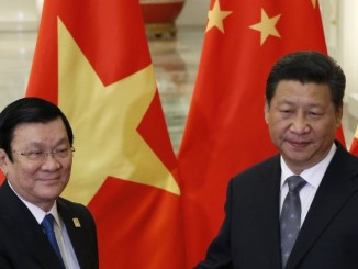 Vietnam's President Truong Tan Sang (L) meets with Chinese President Xi Jinping at the Great Hall of the People in Beijing, on the sidelines of the Asia Pacific Economic Cooperation (APEC) meetings, November 10, 2014. REUTERS/Kim Kyung-Hoon (CHINA)